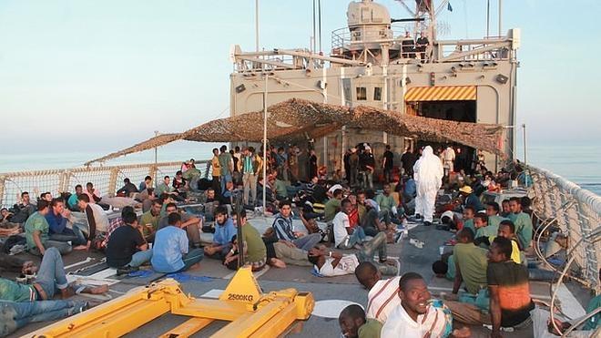 La fragata Canarias rescata a 112 personas en el Mediteráneo