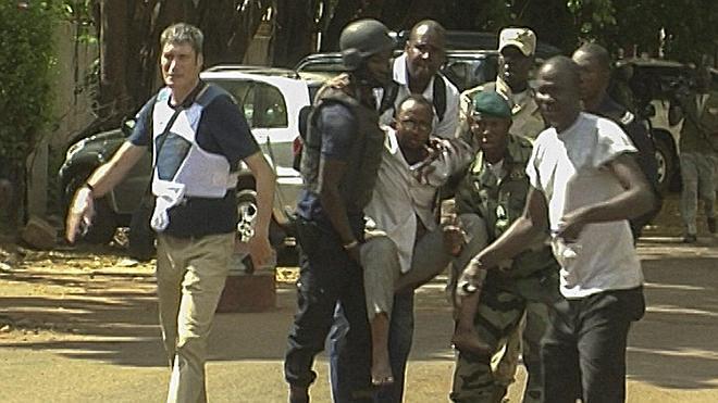 El asalto al hotel de Bamako deja 27 rehenes y 13 terroristas muertos