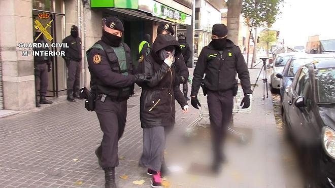Tres detenidos en Cataluña por captar y adiestrar terroristas para el Estado Islámico