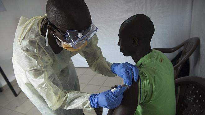 Guinea, declarada libre de ébola tras la epidemia más grave registrada desde 1976