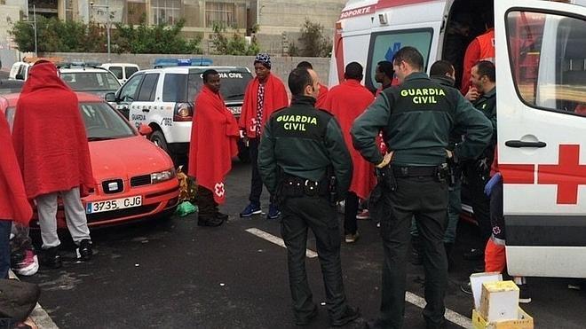 Llega a Ceuta una patera con doce inmigrantes a bordo