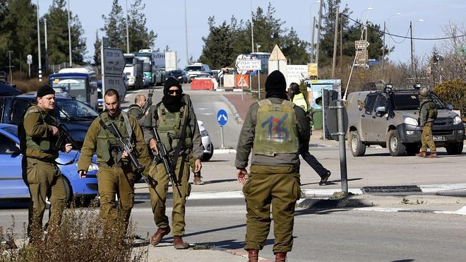 Tres palestinos mueren tiroteados tras intentar acuchillar a soldados israelíes