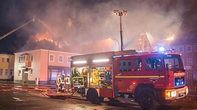Vecinos de un pueblo alemán 'festejan' el incendio provocado en un albergue de refugiados