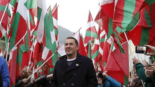 Otegi parafrasea a un grupo musical: «Terrorismo es Fraga asesinando trabajadores en Vitoria»