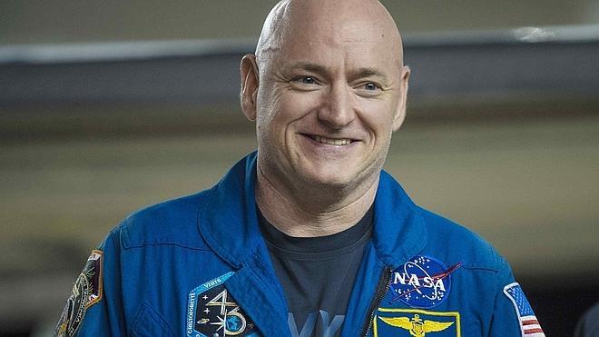 Scott Kelly crece cinco centímetros en el espacio