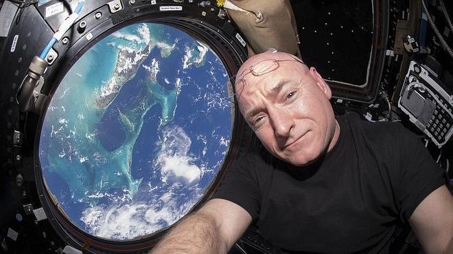 El astronauta Scott Kelly deja la NASA tras pasar un año en el espacio