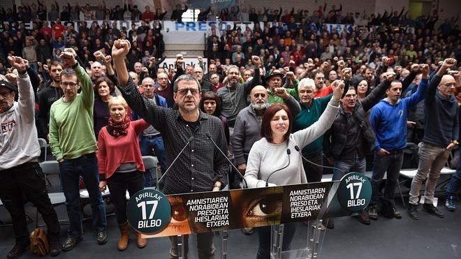 Medio millar de expresos de ETA animan a los reclusos a «utilizar los cauces legales»