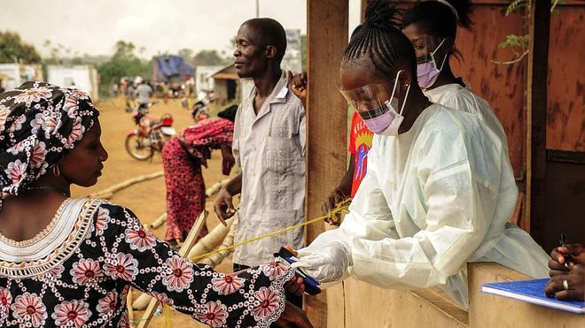 La OMS confirma dos nuevos casos de ébola en Guinea, donde se había declarado erradicado el virus