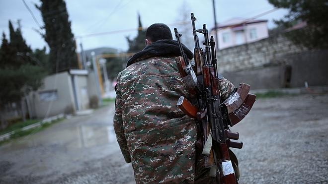Armenios y azerbaiyanos acuerdan un alto el fuego en Nagorno-Karabaj