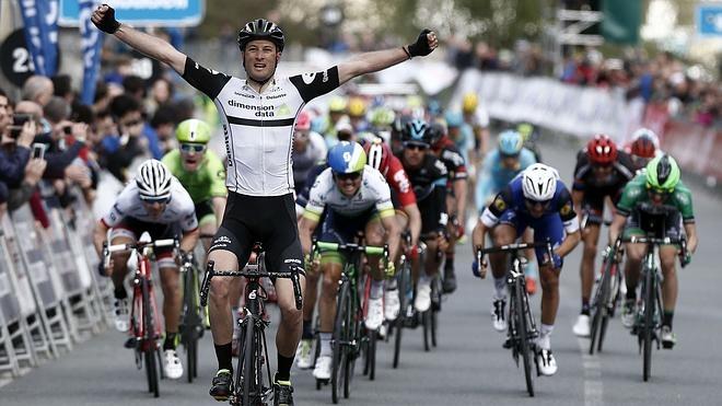 Cummings sorprende en la tercera etapa de la Vuelta al País Vasco
