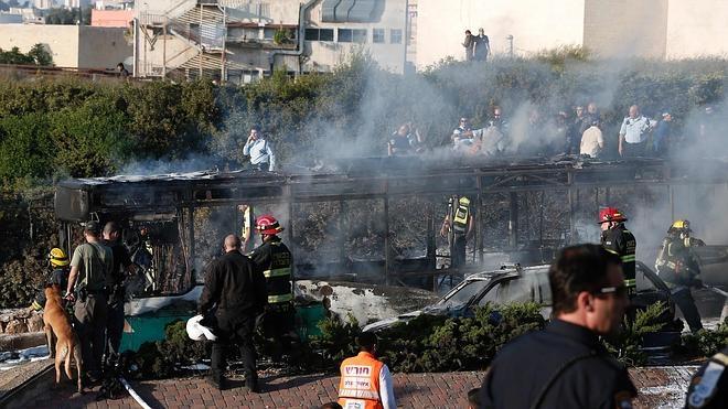 Al menos 21 heridos por la explosión de un artefacto en un autobús en Jerusalén