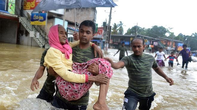 Cientos de desaparecidos por los deslizamientos de tierra en Sri Lanka