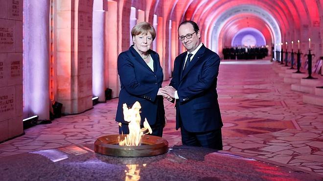 Hollande y Merkel piden más Europa cien años después de la batalla de Verdún
