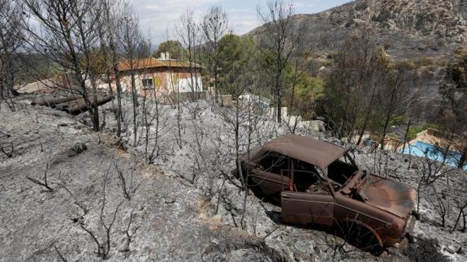 El incendio de Carcaixent, ya estabilizado, ha quemado 2.200 hectáreas