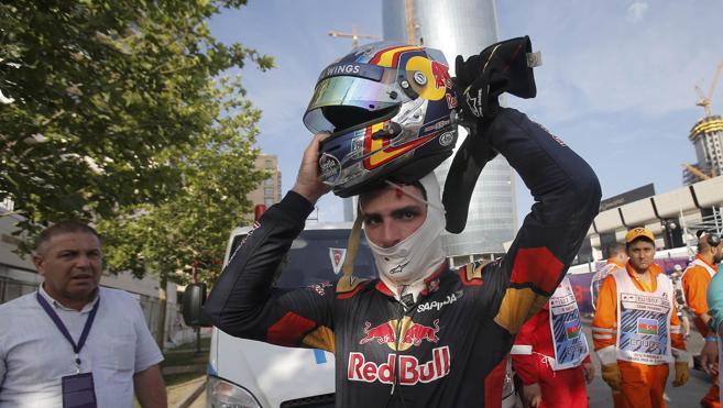 Sainz deja abierto su futuro con Toro Rosso