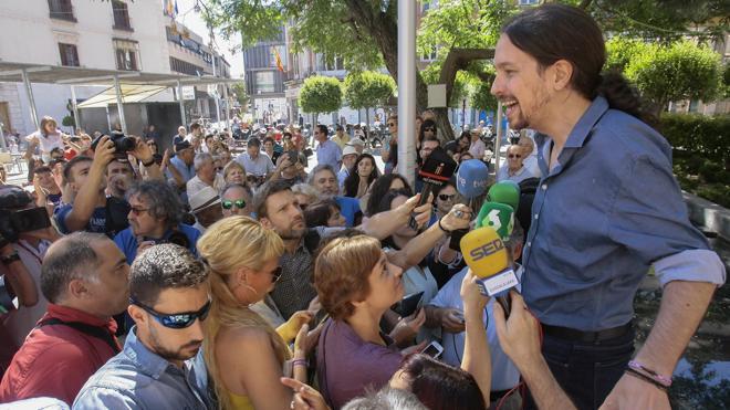 Iglesias avisa a Sánchez: si el PSOE es tercero, «nunca será presidente»