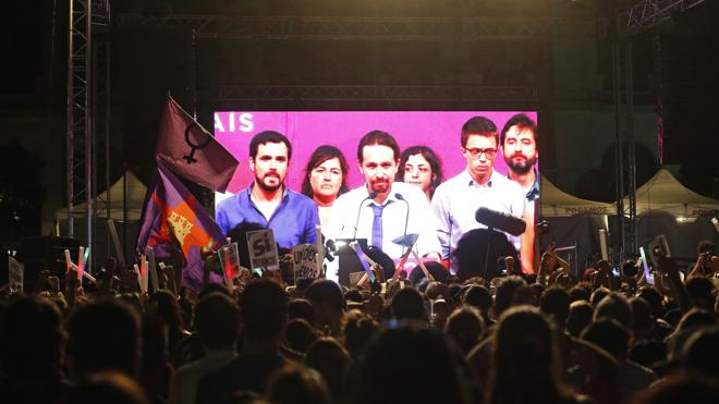 Rajoy, eufórico; Iglesias, desolado