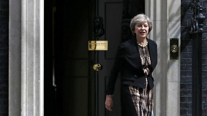 Theresa May lidera una carrera por suceder a Cameron que se reduce a tres candidatos