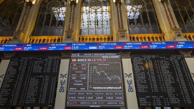 El Ibex-35 pierde los 8.000 con la libra cayendo más