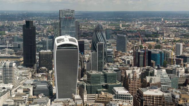 Ascienden a seis las firmas financieras británicas que han suspendido su actividad