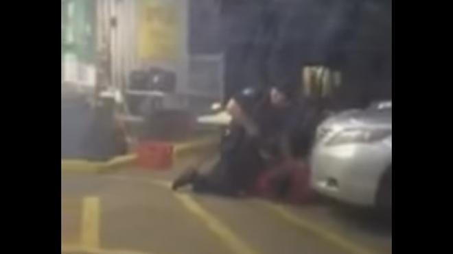 Dos policías blancos matan a tiros a un ciudadano negro desarmado en EE UU