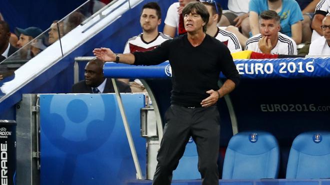 Löw seguirá como seleccionador de Alemania pese a la decepción de la Eurocopa