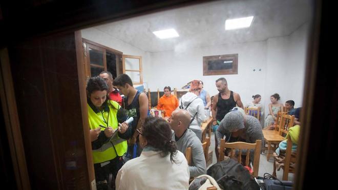 Rescatadas 174 personas por el derrumbe de una carretera en Tenerife