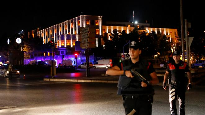 La Embajada de España insta a los españoles a permanecer en sus casas