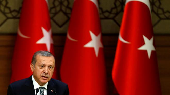 Turquía cierra más de cien medios de comunicación tras la intentona golpista