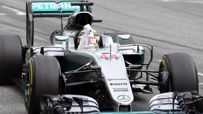 Golpe de autoridad de Hamilton ante el público de Rosberg