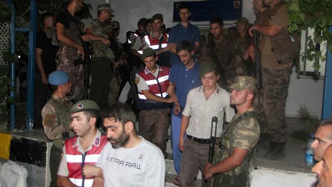 Turquía admite por primera vez «errores» en las purgas tras el golpe de Estado