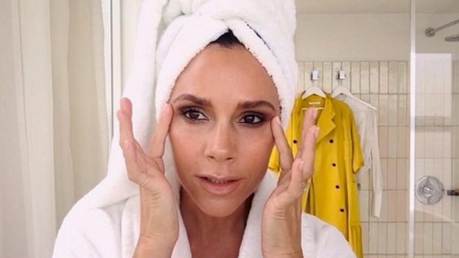 El tutorial de maquillaje de Victoria Beckham para estar lista en 5 minutos