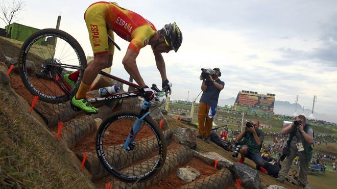 Carlos Coloma celebra a lo grande la medalla más inesperada