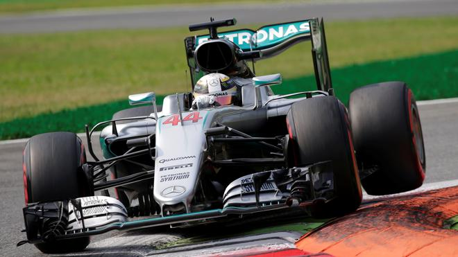 Hamilton arrasa vestido de leyenda
