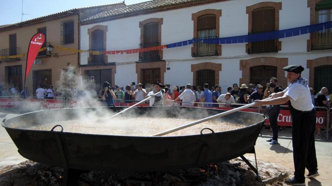 Villanueva de los Infantes elabora el pisto más grande del mundo