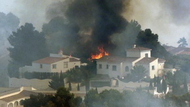 El incendio de Alicante quedará estabilizado en horas