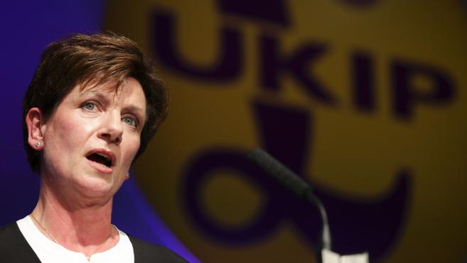 Diane James sustituye a Nigel Farage al frente del UKIP