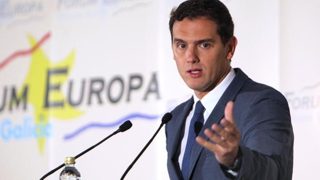 Rivera pide abrir un debate para que tránsfugas o imputados dejen sus escaños