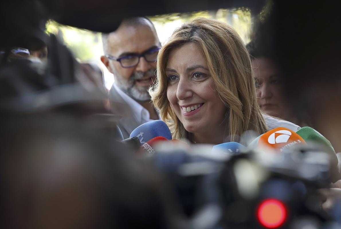 Susana Díaz reitera su convencimiento de la honradez de Chaves y Griñán
