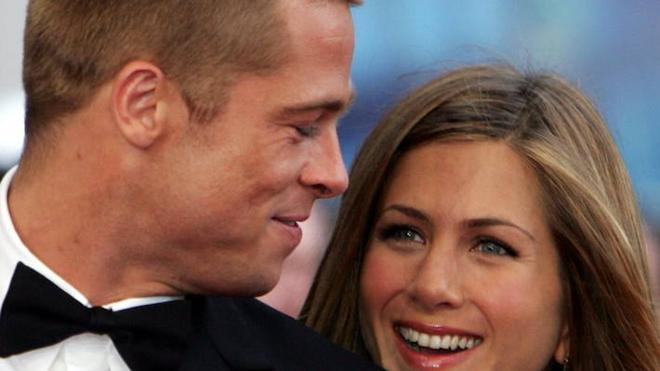 Cascada de memes sobre la reacción de Jennifer Aniston al divorcio de Brad Pitt