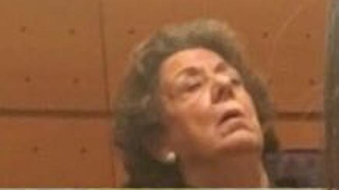 Una senadora de Podemos publica una foto de Rita Barberá dormida en su escaño