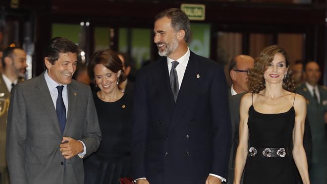 Oviedo recibe a los Reyes con el tradicional concierto previo a los Princesa de Asturias