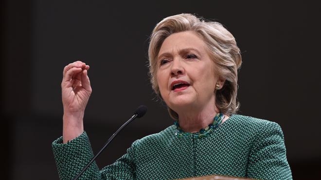 Hillary Clinton recorre estados clave impulsada por los sondeos