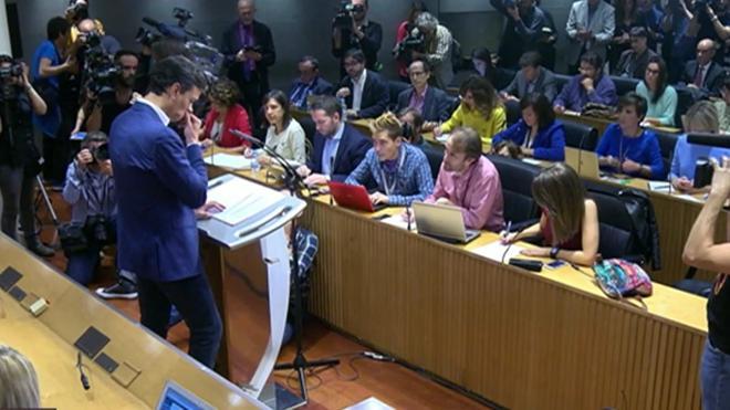 Sánchez deja el escaño y pide poner fecha al Congreso socialista