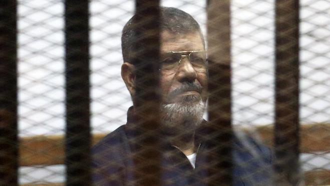 Anulan la condena a cadena perpetua contra el expresidente egipcio Mursi