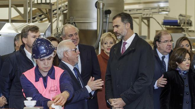 Felipe VI elogia a los trabajadores de Campofrío y la «determinación» de la empresa