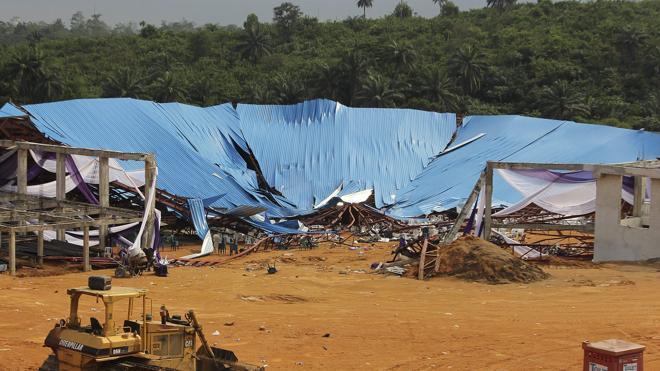 Más de 100 muertos tras derrumbarse el techo de una iglesia en Nigeria