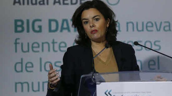Soraya Sáenz de Santamaría aboga por regular «en frío» la seguridad de los cibernautas
