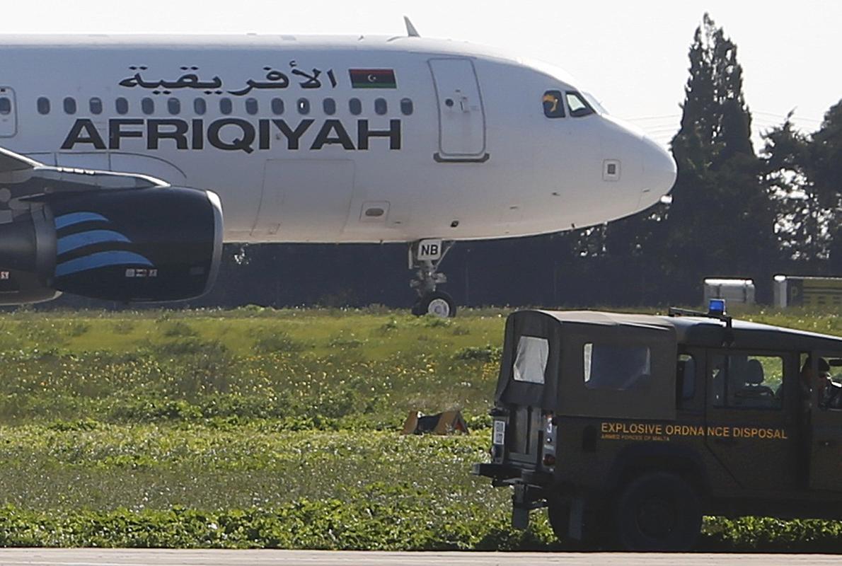 Se entregan los secuestradores del avión libio