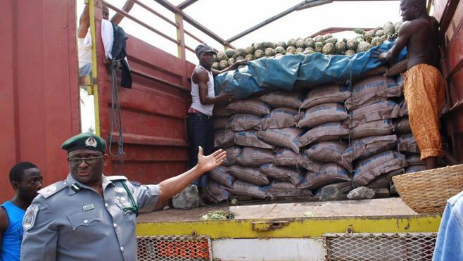 Incautan 2,5 toneladas de arroz de plástico destinado al mercado de Nigeria